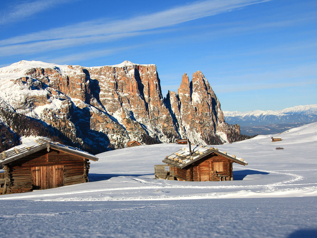 winter-hut-alpe-di-siusi